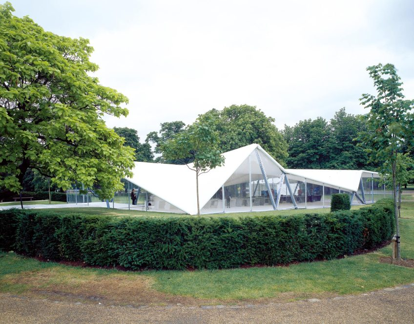 Figure 1.5: Zaha Hadid, Serpentine Gallery Pavilion, 2000. Courtesy of the Serpentine Gallery. Photograph: Hélène Binet.