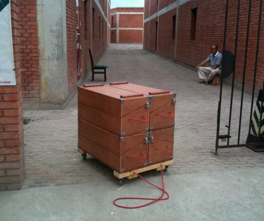 Figure 13.10: Mobile unit assembled on trolley. Courtesy of the artists.