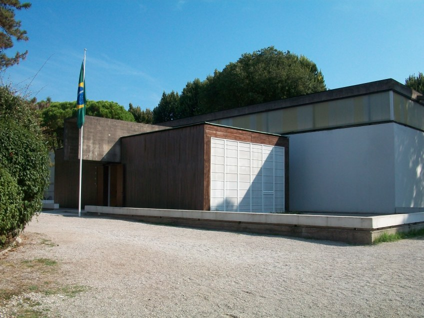 Figure 3.8: East façade of the Brazilian pavilion, built by Amerigo Marchesin in 1964, and based on the original 1959 designs of Henrique Mindlin, Walmyr Amaral and Giancarlo Palanti. Photograph: Joel Robinson.