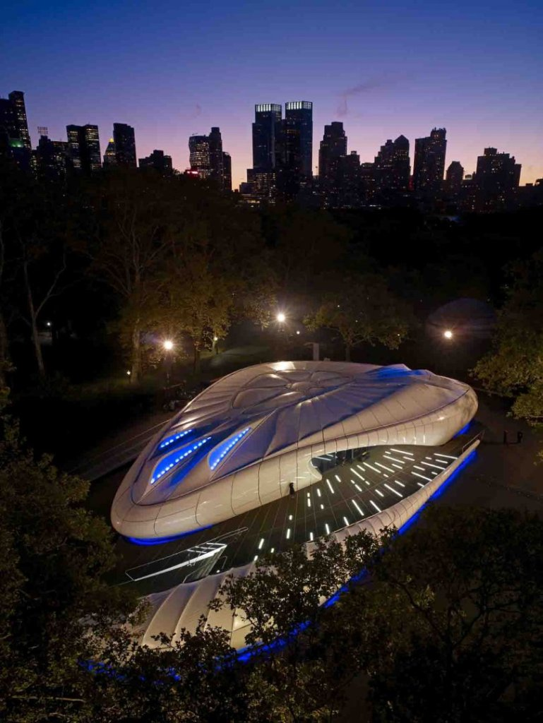 Figure 12.1: The Mobile Art Pavilion in Central Park, New York, 2008. Courtesy of Zaha Hadid Architects. Photograph: John Linden.