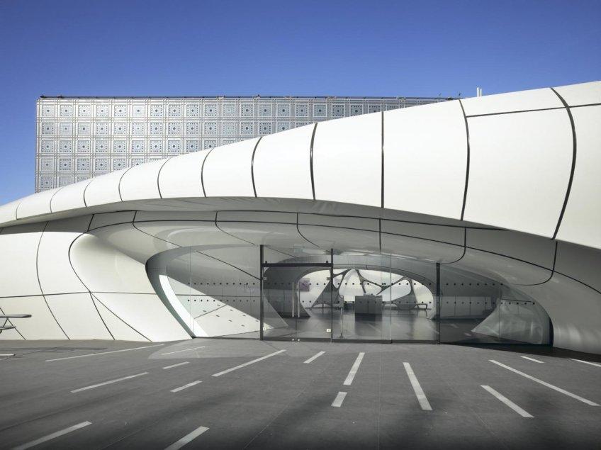 Figure 12.2: The Mobile Art Pavilion in Paris on the forecourt of the Institut du Monde Arabe (IMA). Courtesy of Zaha Hadid Architects. Photograph: Roland Haibe.